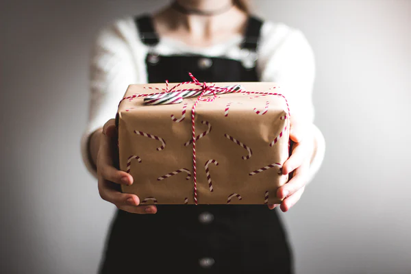 5 gift items that every girl expects on her special occasions
